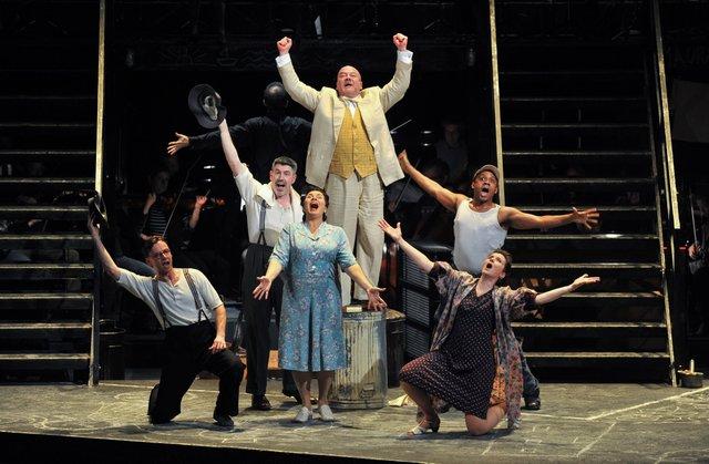 Liceu Review Street Scene
