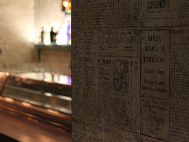 El-Bar-Decoración-con-periódicos-de-los-años-70.jpg