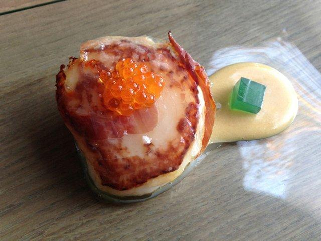 El-Bar-Vieira-amb-praliné-de-macadamia-cansalada-ibèrica-i-dau-de-gelatina-de-llima650.jpg