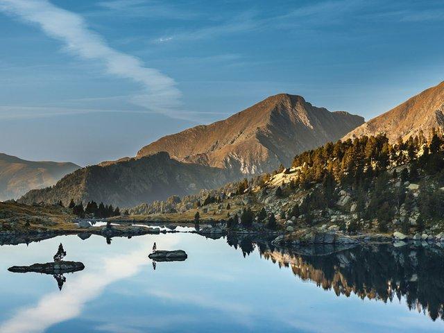 Illes-dins-d'un-llac.jpg