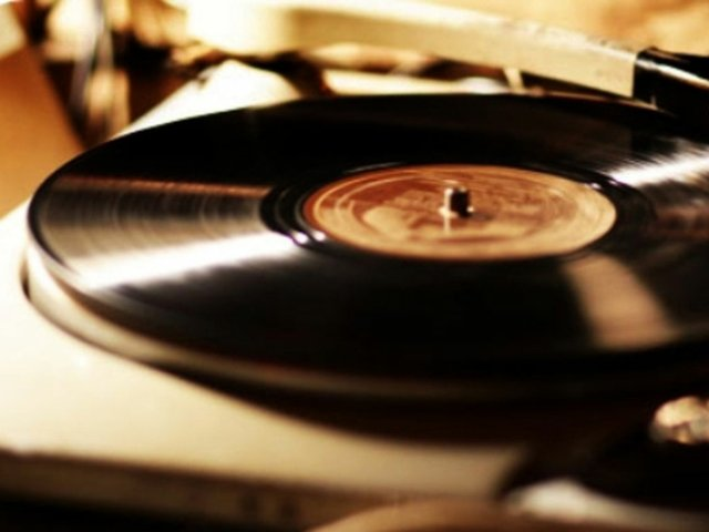 Record_Player_Sepia-800-609.jpg