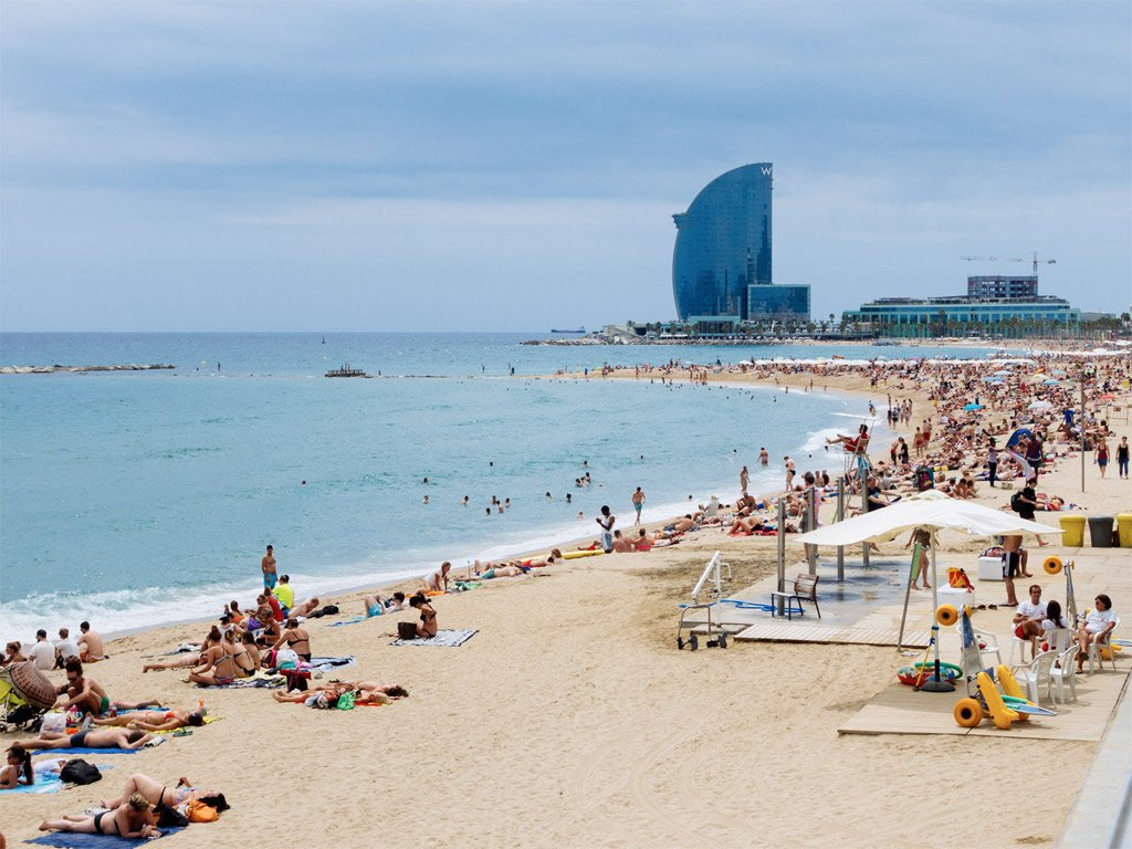 This Is One Of The Most Crowded Barcelona Beaches That Will Give You A Glimpse Innumerable Sights And Sounds City Place All About