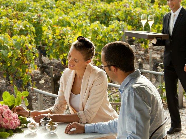WInestyleTravel-aperitif-by-vineyard.jpg