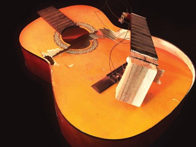 torisparks_guitar3.jpg