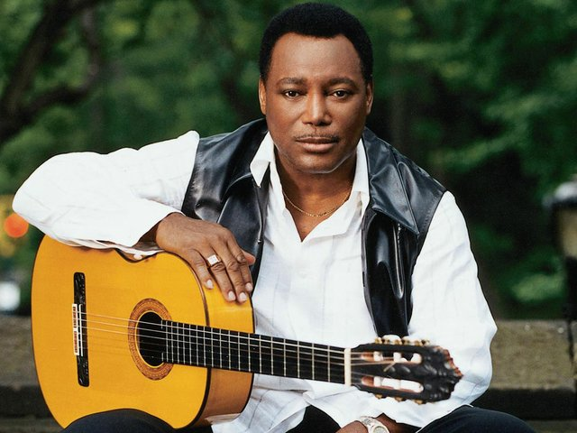 George-Benson-with-Guitar1.jpg