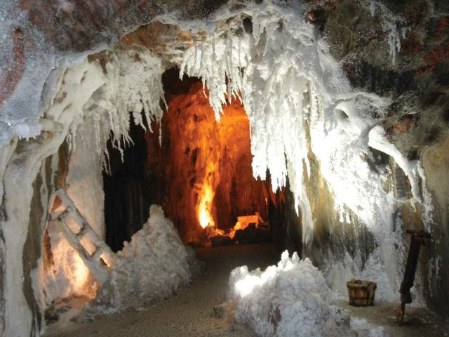 interior-salt-mountain.jpg