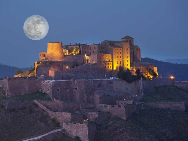 castle-at-night.jpg