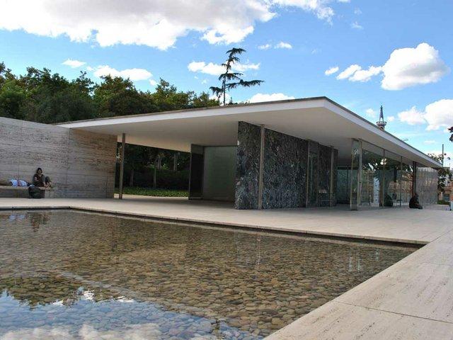 Mies-van-der-Rohe-Pavilion.jpg