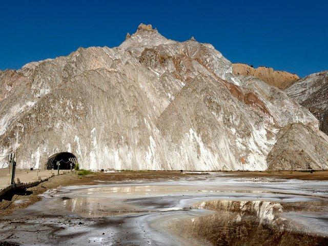 salt-mountain-large1.jpg