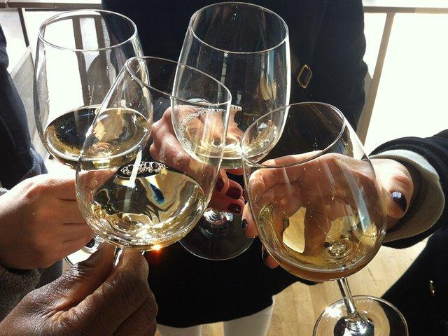Wine-Glasses-Clinking.jpg