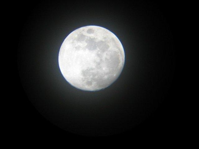 moon-2-1-15-11-2005.jpg