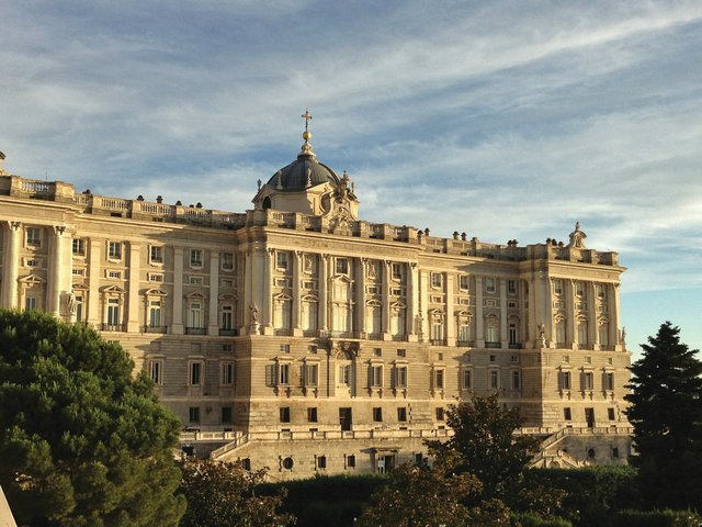 Royal-palace-of-madrid.jpg