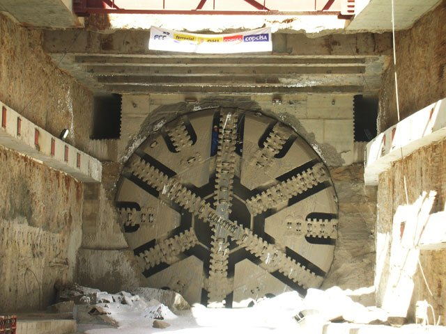Tunnel boring head