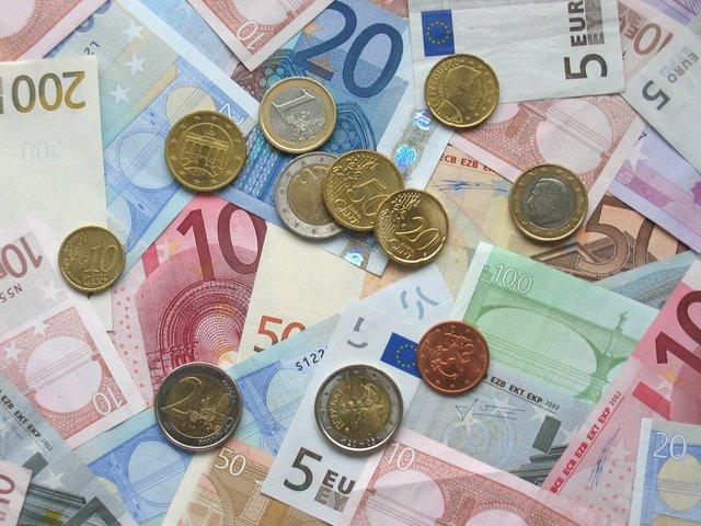 4-ways-to-make-extra-cash-this-year.jpg