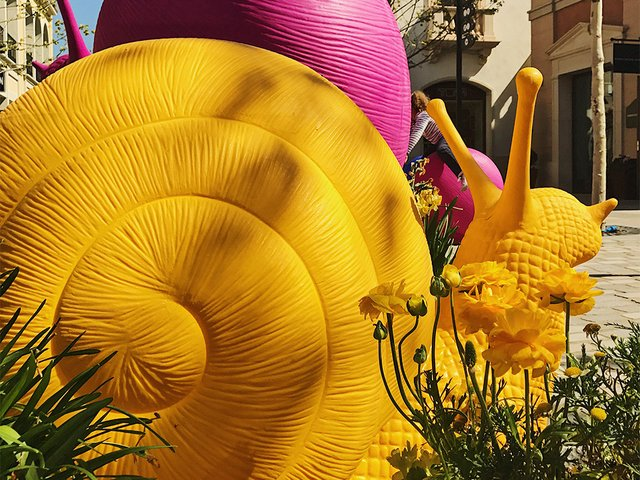 Cracking-Art-Snails-in-La-Roca-Village.jpg