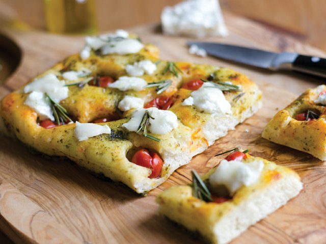 Recipe-Focaccia-with-cherry-tomatoes-and-garlic.jpg