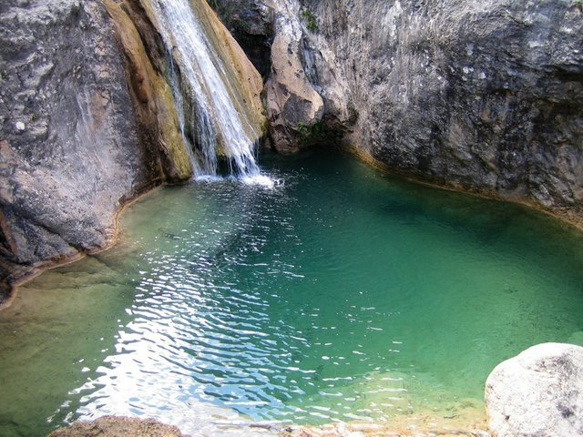 247_Travel_swimmingholes_03.jpg