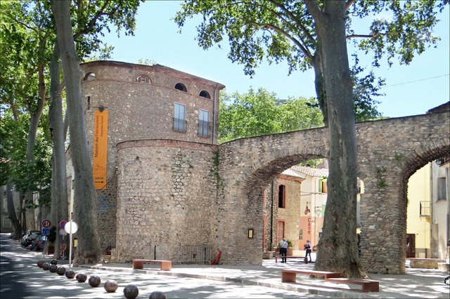 Porte-d'Espagne-By--Jean-Pierre-Dalbéra.jpg