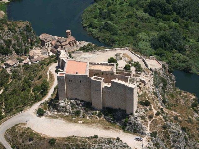 CastellMiravet-Credits-AVIOTEC.jpg