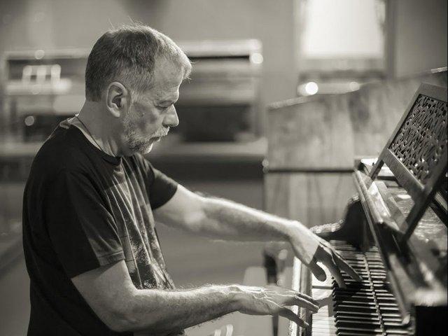 pianoman.jpg