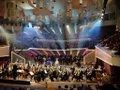 sir-simon-rattle-conducts-bernstein-wonderful-town-2002-new-year-eve-concert_d.jpg