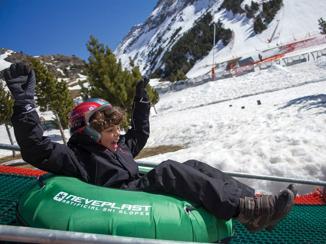 ski-resorts-Vall-de-Nuria-tubing.jpg