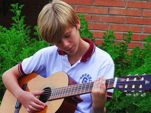 gresol-international-american-school-guitar-rszd.jpg