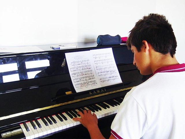 gresol-international-american-school-piano-rszd.jpg