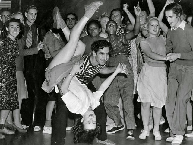 Couple-Swing-Dancing-ca.-1940s.jpg