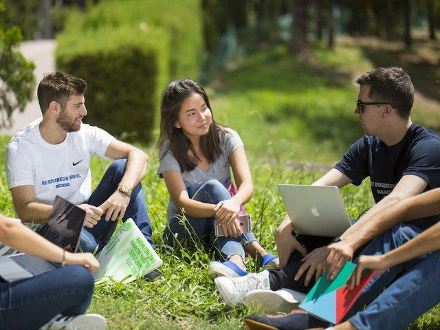 EU-business-school-barcelona-innovative-summer-school-model.jpg