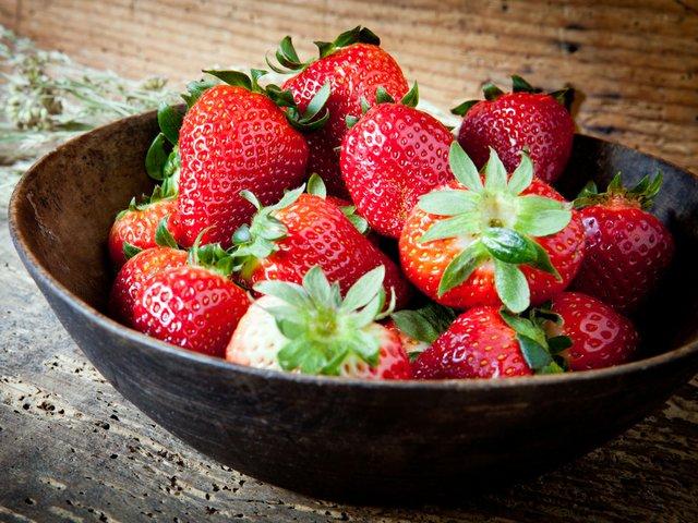 bowl_strawberries.jpg