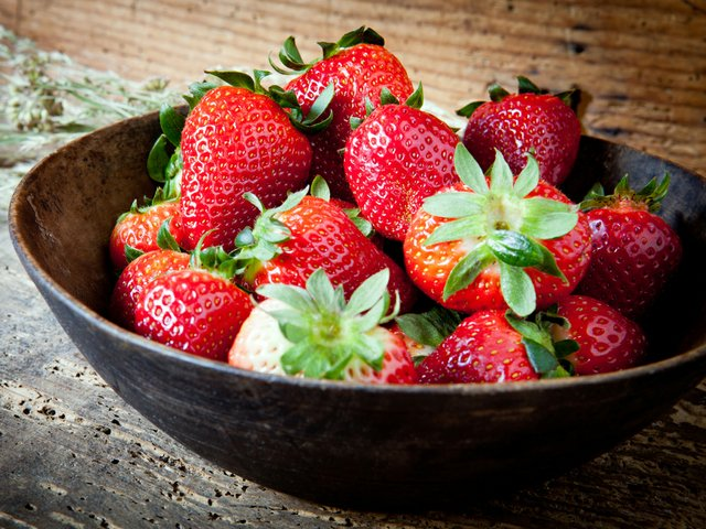 bowl_strawberries.jpg