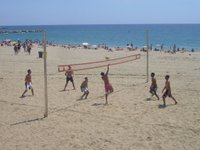 Volleyball_at_Platja_de_la_Nova_Mar_Bella-rszd.jpg