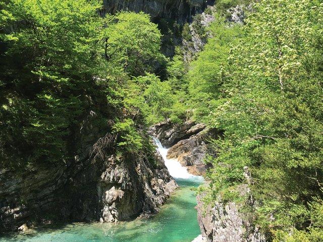 Aqua_waterfall.jpg