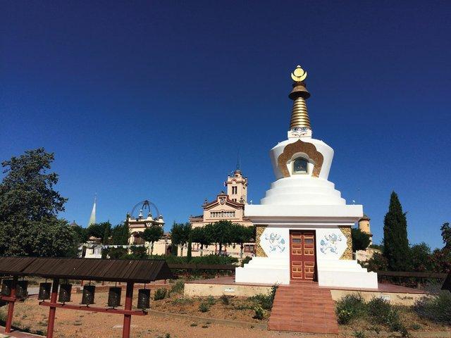 2-Buddhist-monastery.jpg