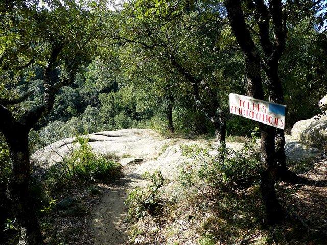 261-travel-Rupit-Basis-Tombs.jpg