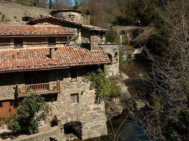 261-travel-Rupit-houses-along-the-river.jpg