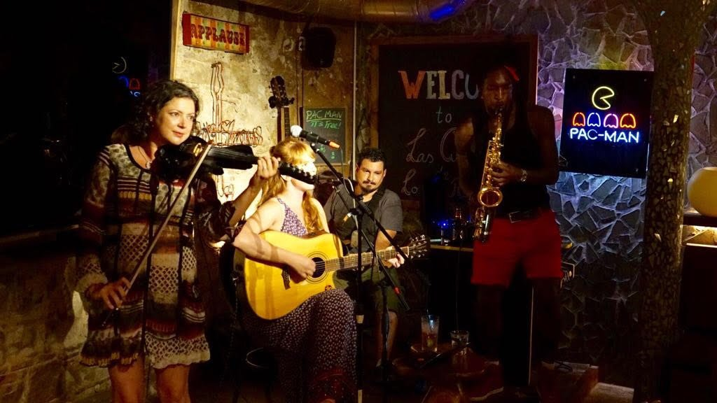 open mic night at la cueva de los rajahs barcelona