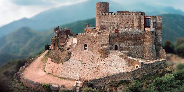 L-esplendor-dels-castells-medievals-catalans_slider_big.png