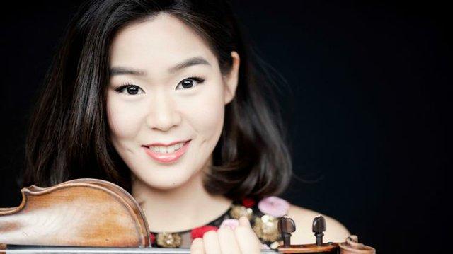 Esther Yoo.jpg