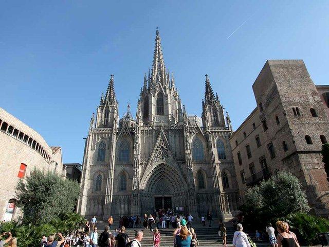 La_Catedral_de_la_Santa_Creu_i_Santa_Eulàlia-Pierre_Gronau.jpg