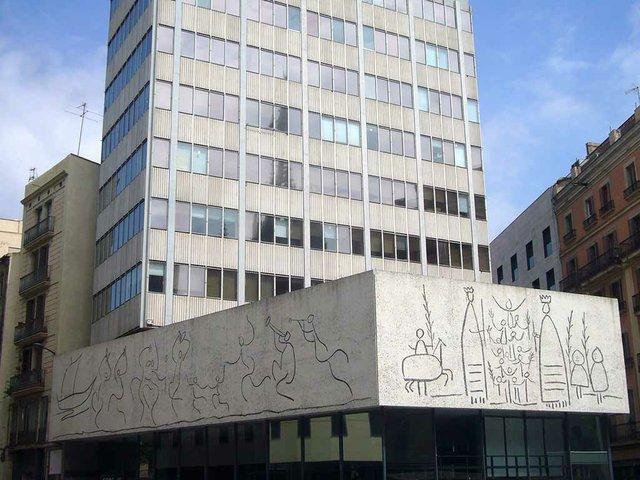 Col·legi_d'Arquitectes_de_Catalunya_-_plaça_nova-By-Jordiferrer.jpg