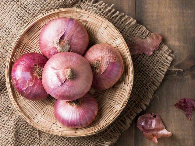 red-onions-in-basket.jpg