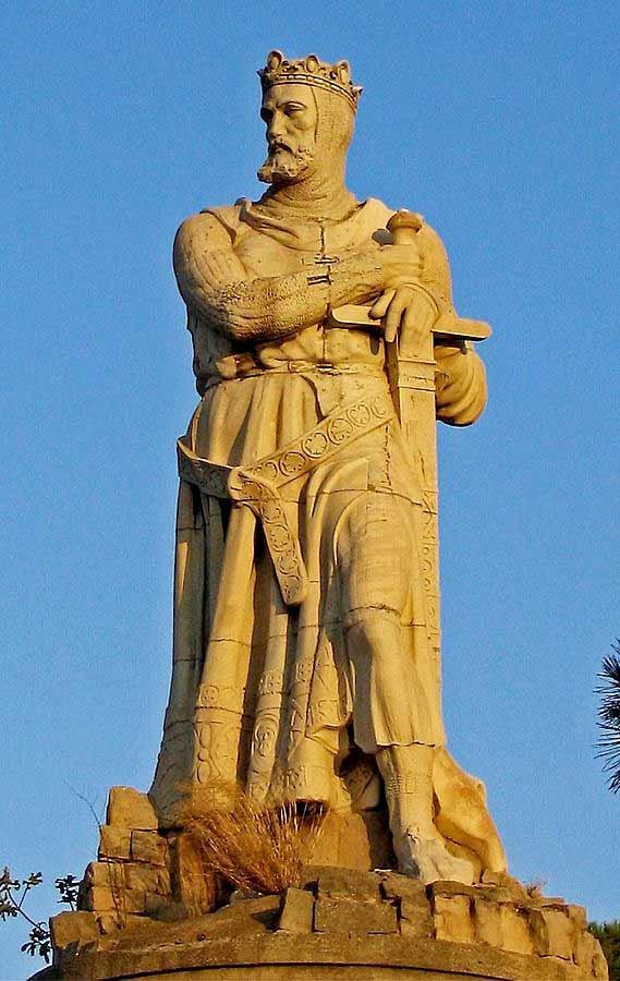 Statue-of-Alfonso-I-de-Aragón.jpg
