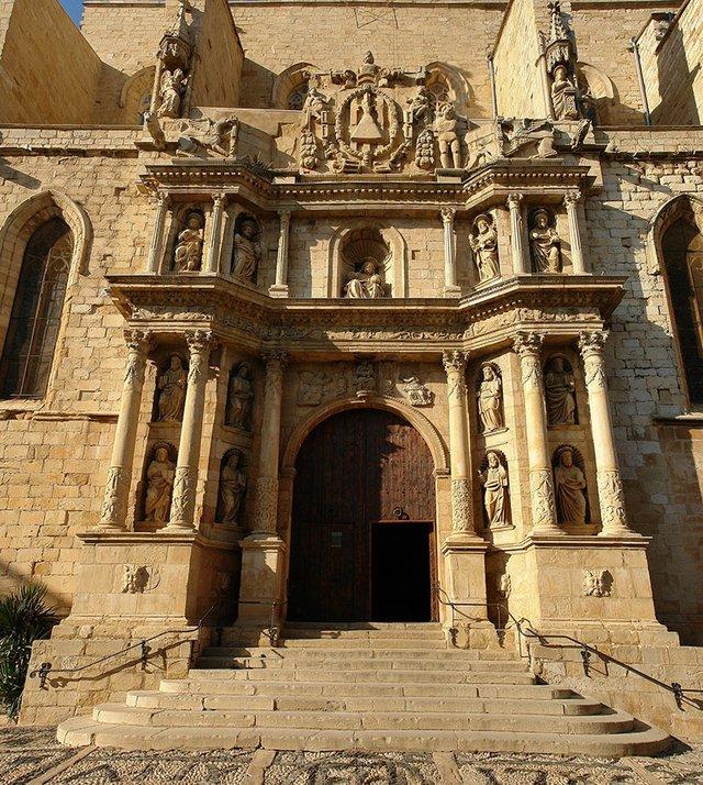 Santa-Maria-la-Major-(Montblanc)-Alberto-Fernandez-Fernandez-wikimedia.jpg