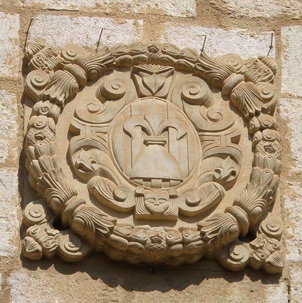 Casa-de-la-Vila-(Montblanc)_-_2-Santi-Gomà-wikimedia.jpg
