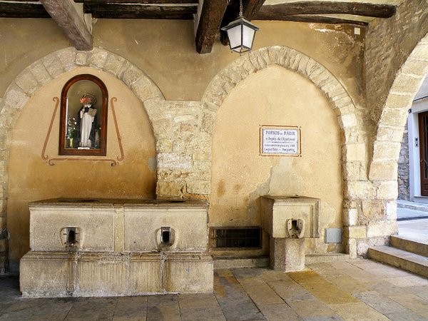 Cal-Malet-Porxos-d'En-Pallol--Montblanc-Santi-Gomà-wikimedia.jpg