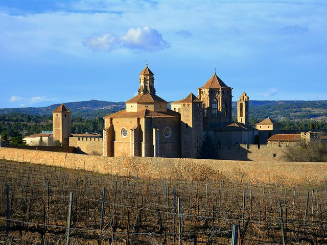 Monestir-de-Santa-Maria-de-Poblet-Photo-by-Angela-Llop-Flickr-03.jpg