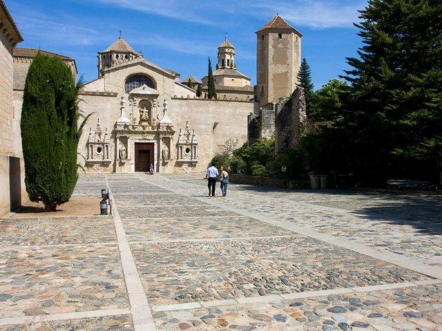 Monestir-de-Santa-Maria-de-Poblet-Photo-by-Federico-Flickr-02.jpg