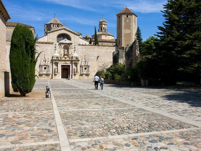 Monestir-de-Santa-Maria-de-Poblet-Photo-by-Federico-Flickr-02.jpg